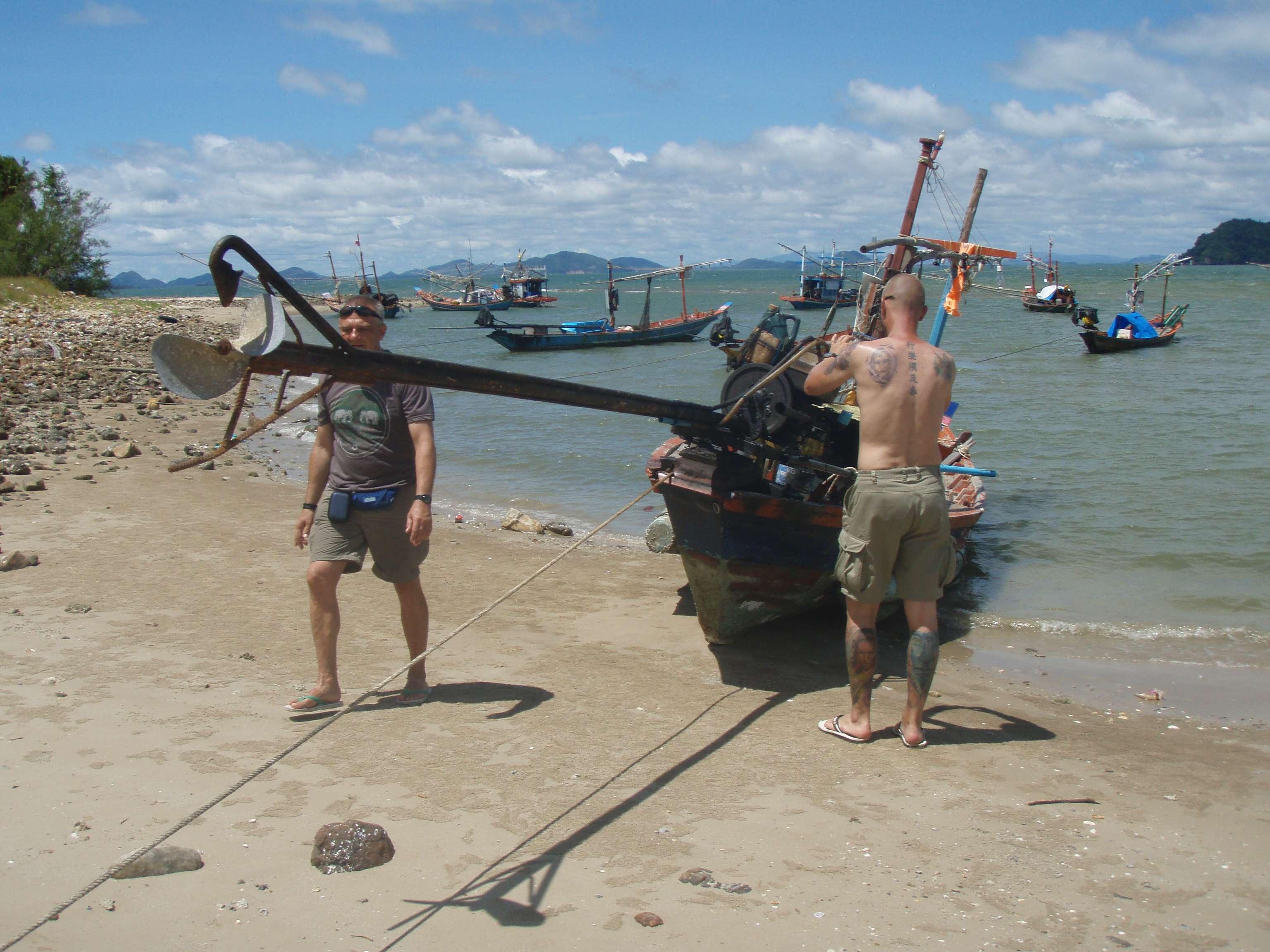 fotografieren den Motor von einem Longtailboot